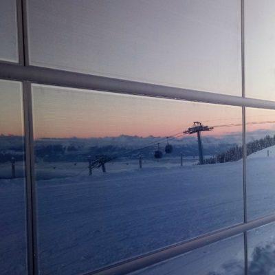 Photovoltaik Fassadenanlage bei der Sesselbahn Scansinas in Laax